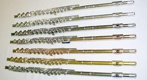 Flûtes en maillechort argenté, argent, argent plaqué-platine, or 9, 14 et 24 carats, et platine.