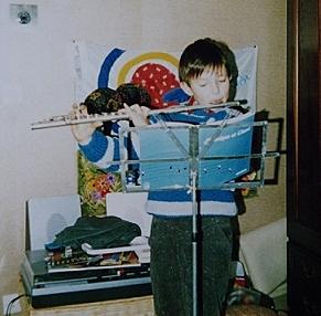 Mit 9 Jahren: Die ersten Schritte.