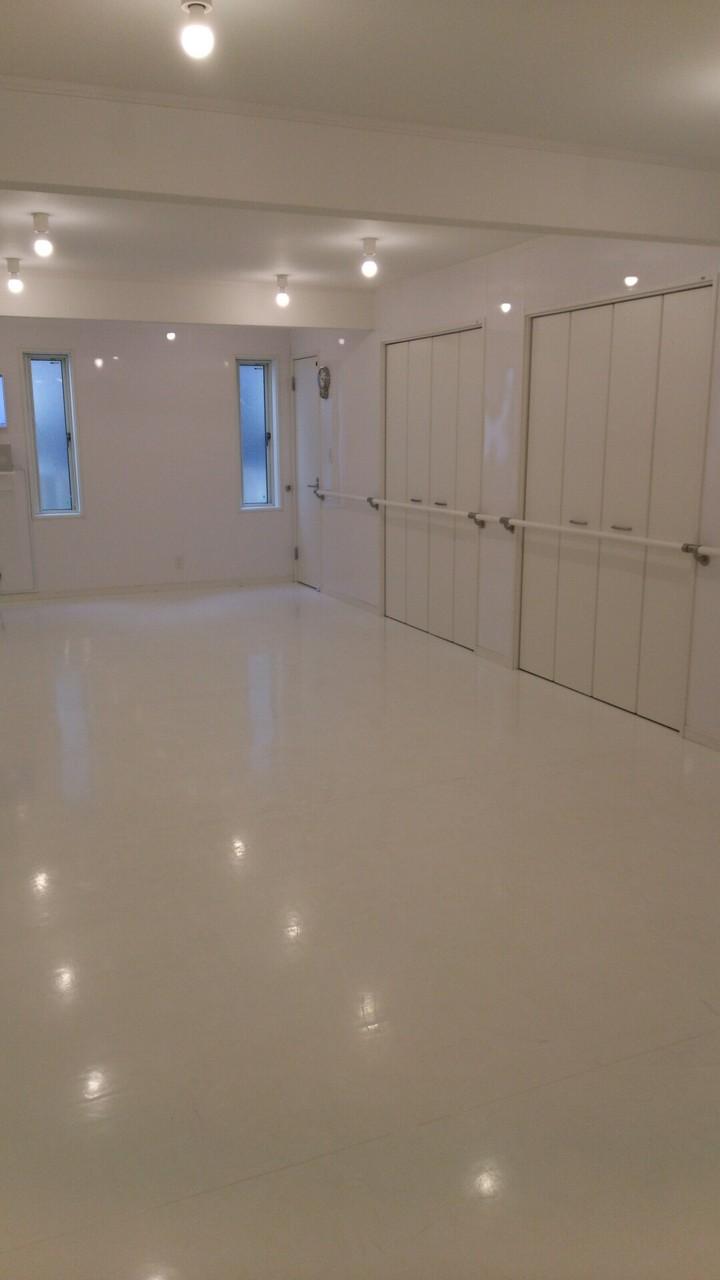 真っ白で統一された綺麗なスタジオです