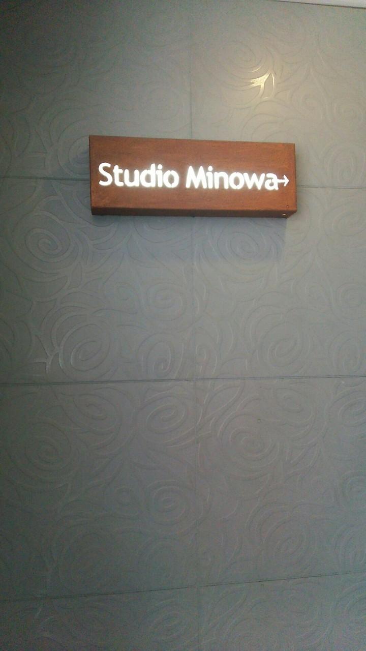スタジオの入口の左横にはスタジオの名前がかいてあります