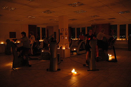 Candle Light Training im  extrafit Bietigheim-Bissingen, Fitnessstudio 50+