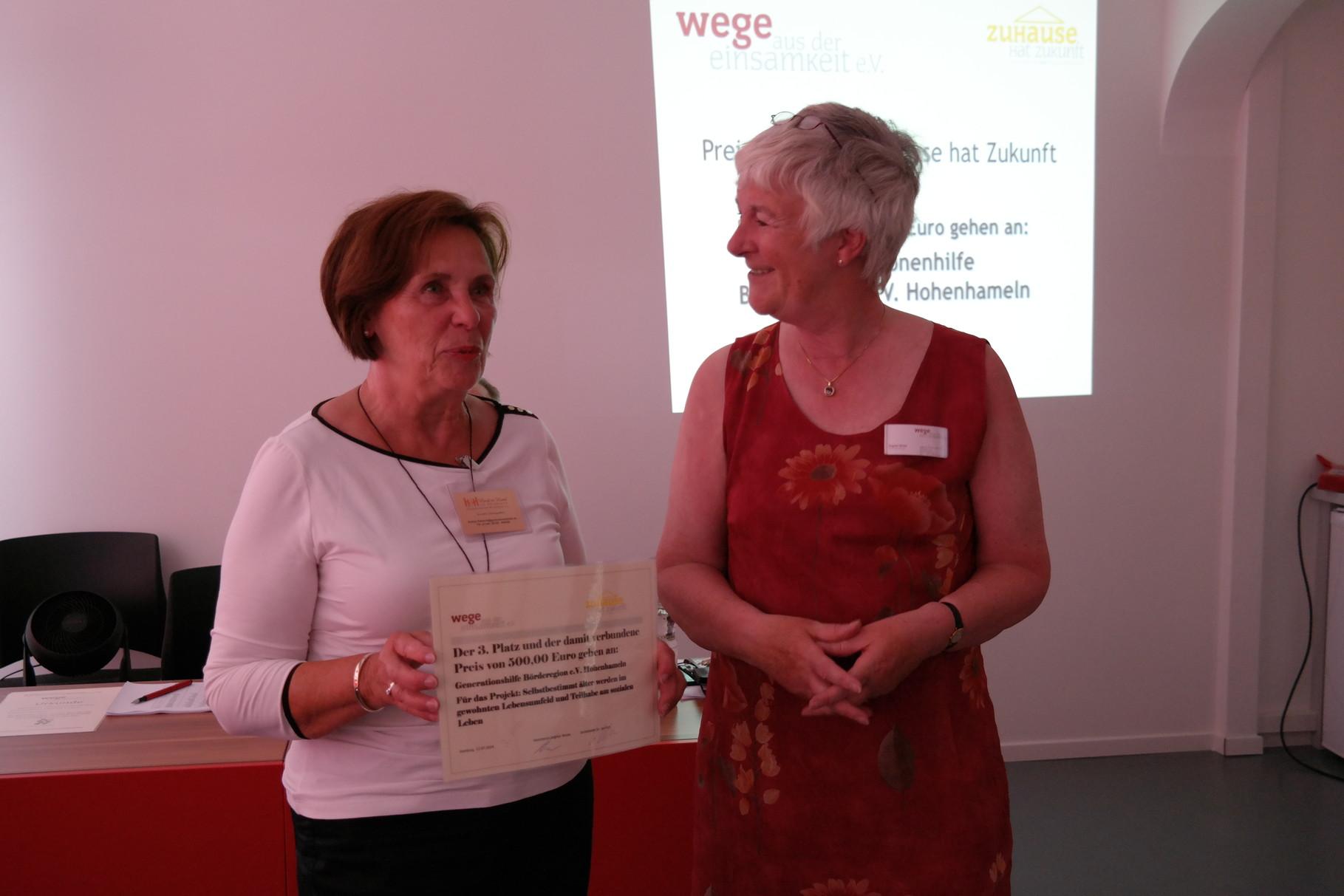 Evelyn Kabisch von Generationshilfe Börderegion und Dagmar Hirche von Wade 3.Platz