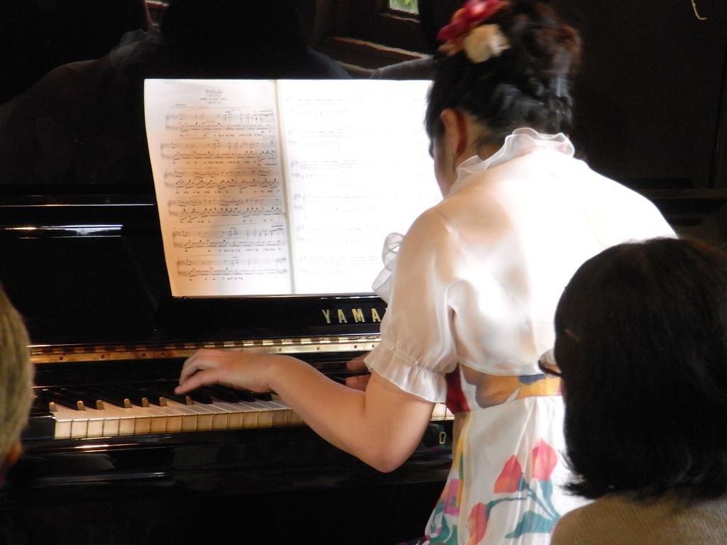 ピアノ:吉野妙