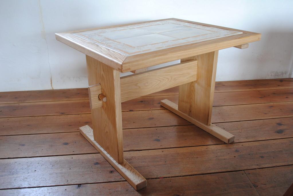 陶板入りテーブル 作者:吉野義隆