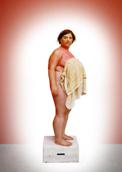 Postkarte (21x14,8cm); Pose 2 - Veronika mit dem Schweißtuch, Foto: Julia Kujat, Bearbeitung: Veronika Merklein
