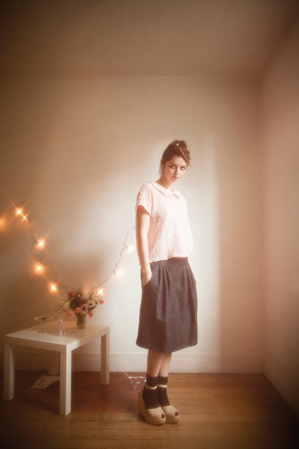 Thelma : blouse col claudine 100% crépon de coton, Eglantine : jupe 100% coton - Collection Romantic - Jeanne Berre