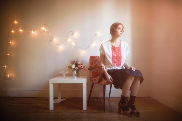 Aimé : blouse plastron dentelle 100% coton, Eglantine : jupe 100% coton - Collection Romantic - Jeanne Berre