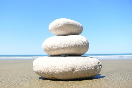 Steine am Strand - ein schönes Motiv zum Stressabbau