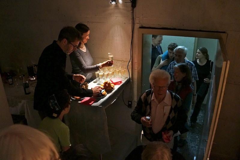 """Publikum Empfang mit: """" madeleine von Proust"""" und Sekt"""