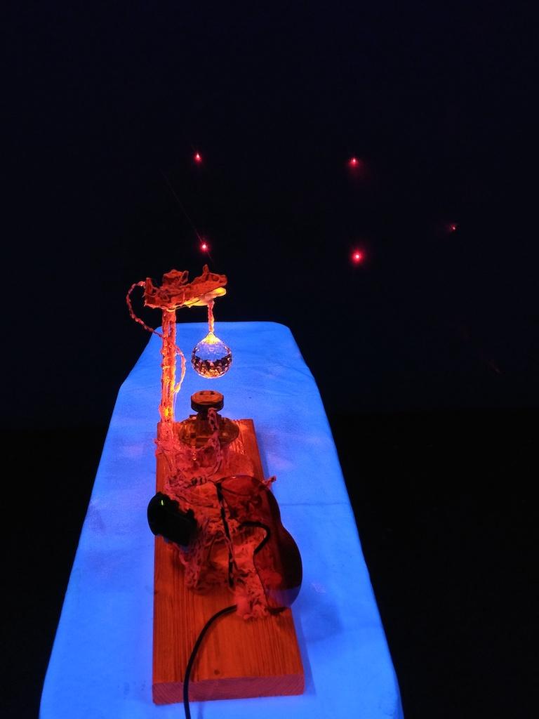 UV Beleuchtung und Laserlichtpunkt.