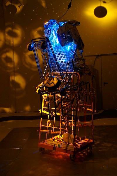 Licht- und Projektionsobjekt von E. Weidenkeller.