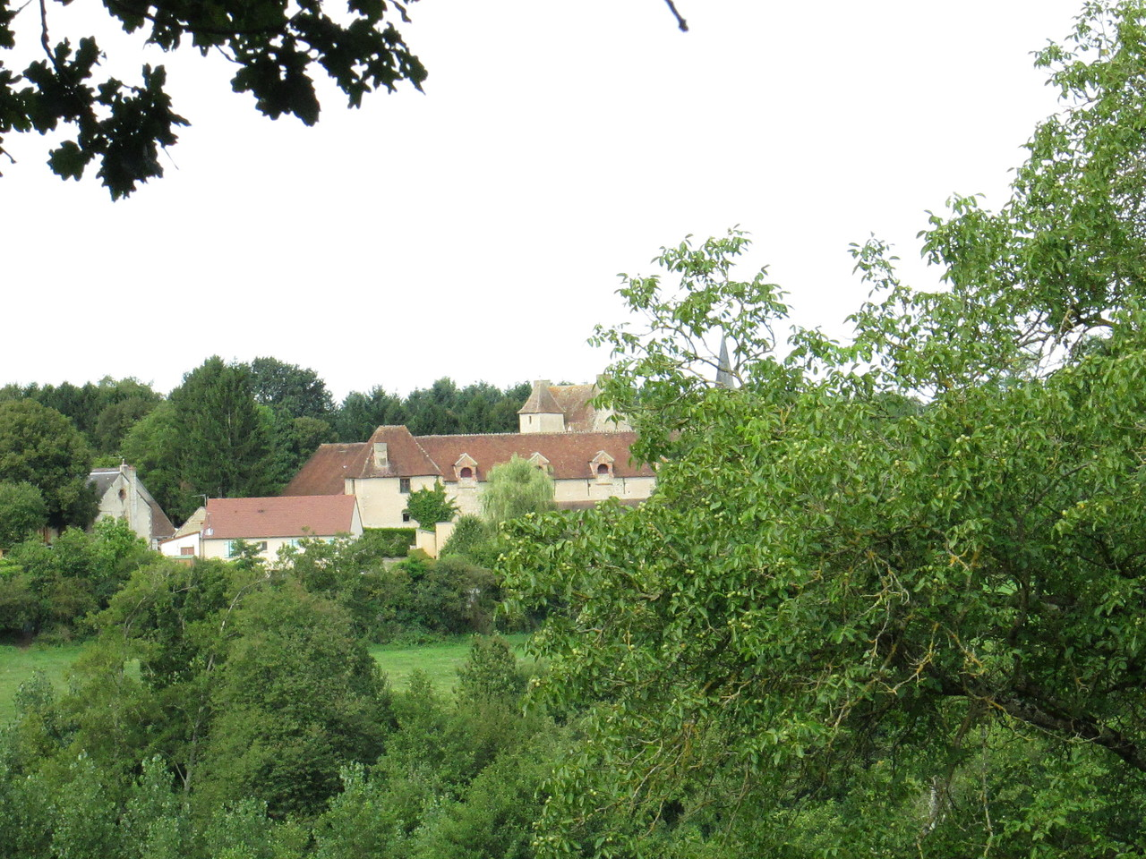 Le château de Pouzy vu des Galoppes