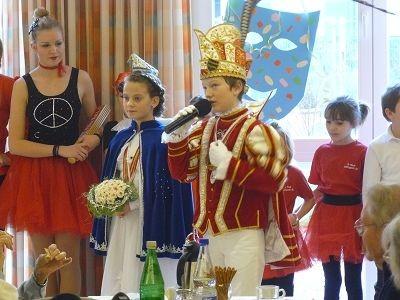 Düsseldorfer Originale mit ihrem Prinzenpaar Prinz Kai I. & Venetia Viktoria I.
