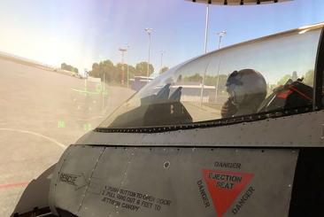 """F16 """"Fighting Falcon"""" Simulator"""