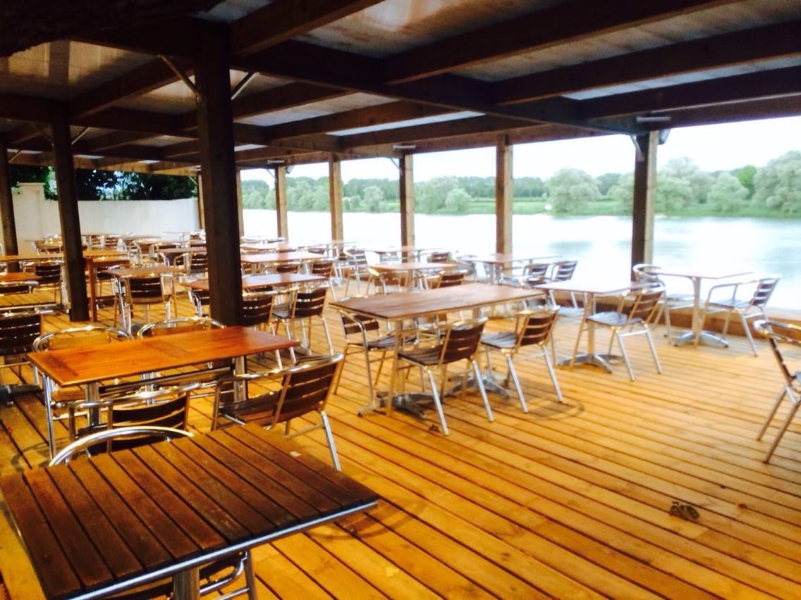 Restaurant les trois canards bar restaurant beaujolais for Piscine coque polyester villefranche sur saone