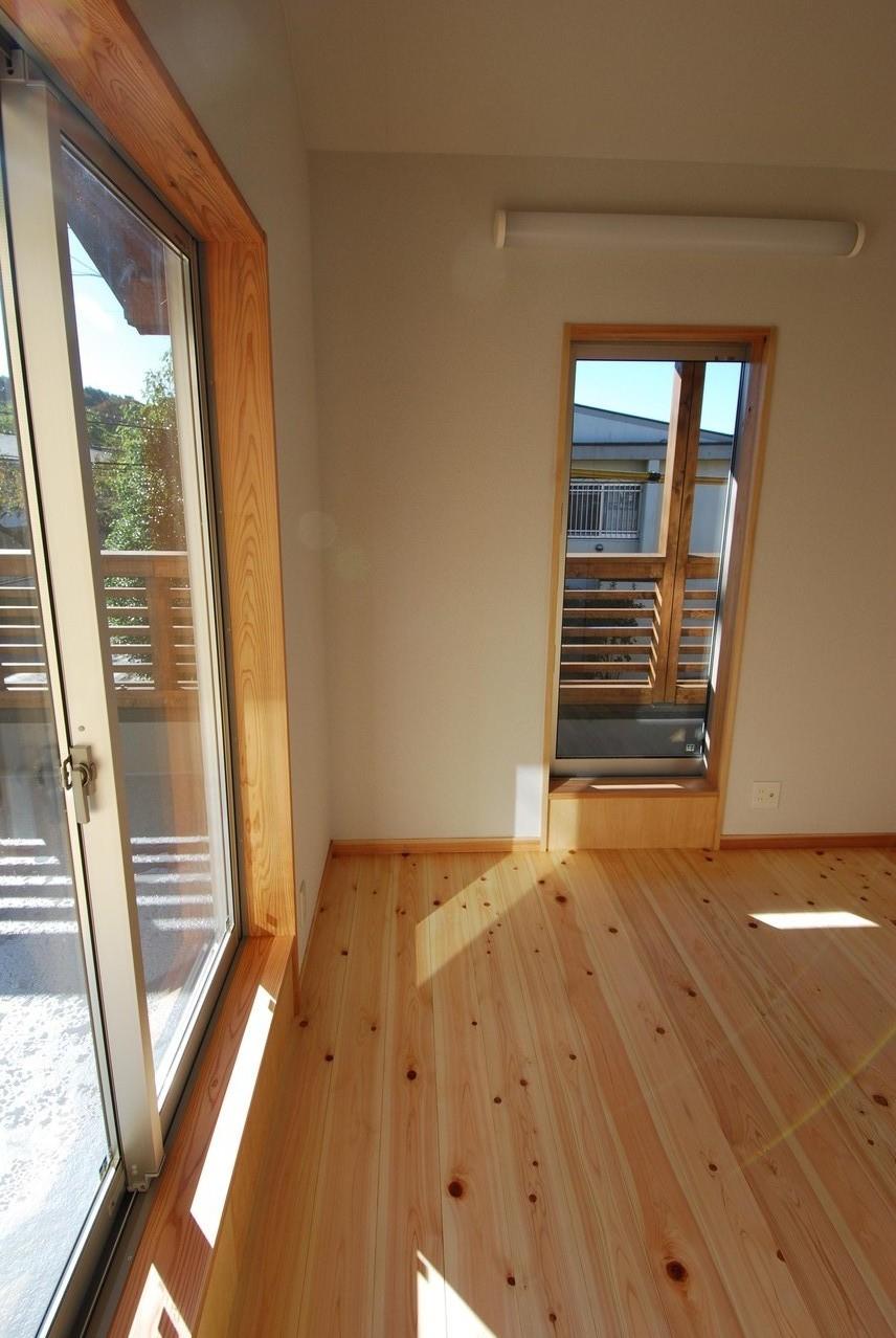 ルーフバルコニーのある家 2階寝室