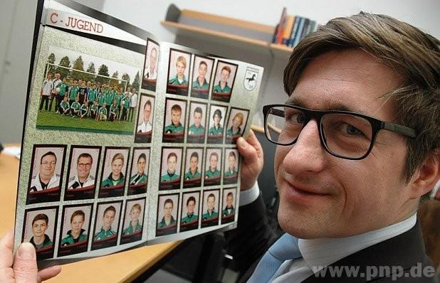 Stolz auf das erste Stickermagazin des SV Pocking: Abteilungsleiter Michael Wahlmüller. − Foto: Bormeth