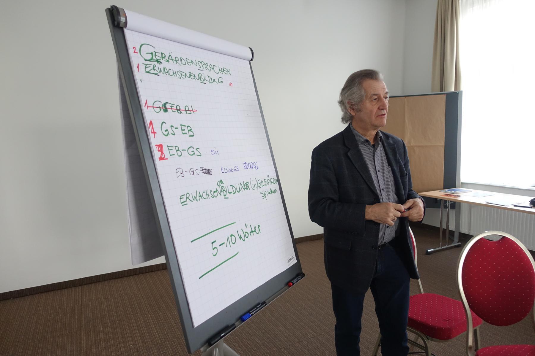 Der Koordinator Rudi Sailer in Aktion.