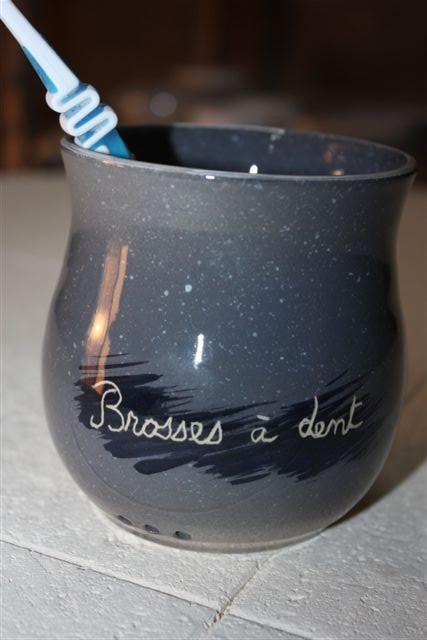 Pot brosses dent atelier du rondeau poterie cours de - Brosse a dent bleu blanc rouge ...