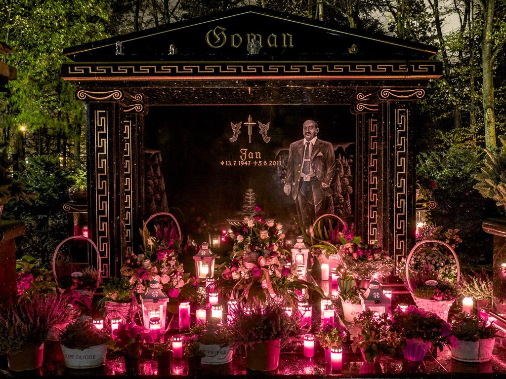 Roma-Grabmal an Allerheiligen auf dem Beueler Friedhof