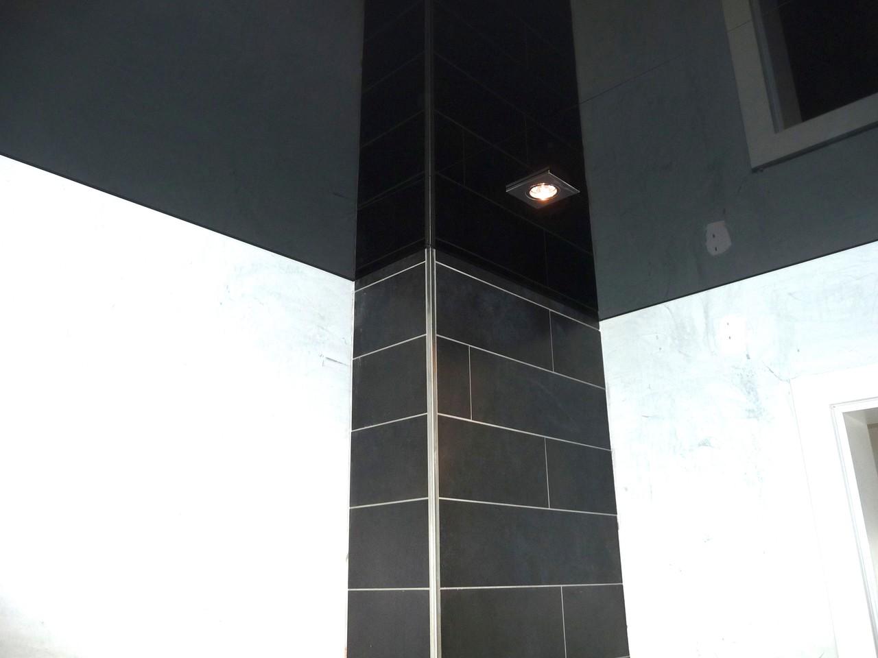 Spanndecke schwarz Lack mit Schattenfuge