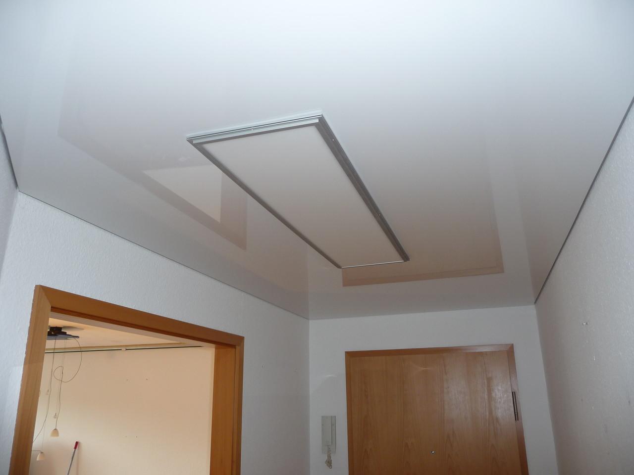 Spannlackdecke mit LED Paneel