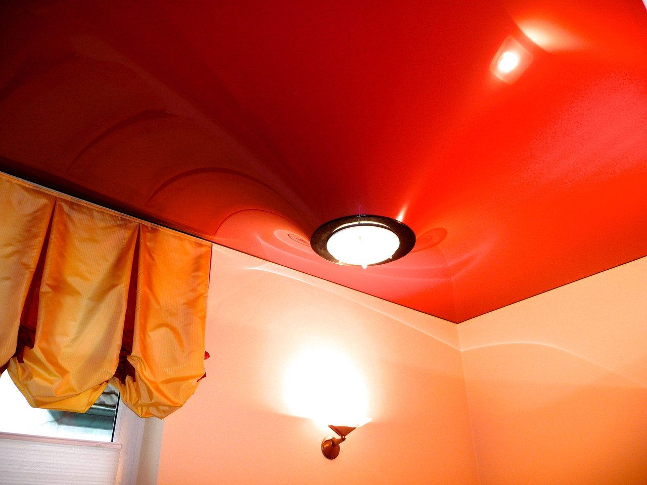 Spanndecken rot Lack als Sonderform