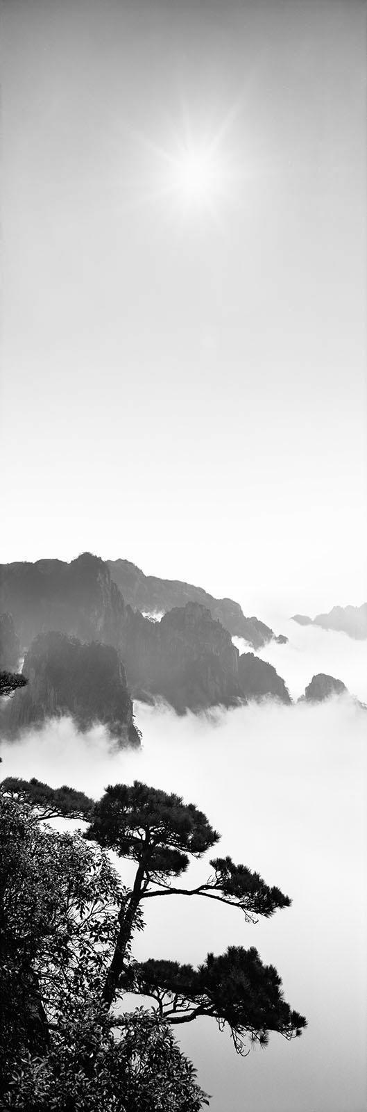 Zeng Nian, Les monts Jaunes (Huangshan). Les monts Jaunes sont considérés comme le berceau de la peinture chinoise shanshui («montagne et eau»). Province d'Anhui, Chine. Novembre 2011
