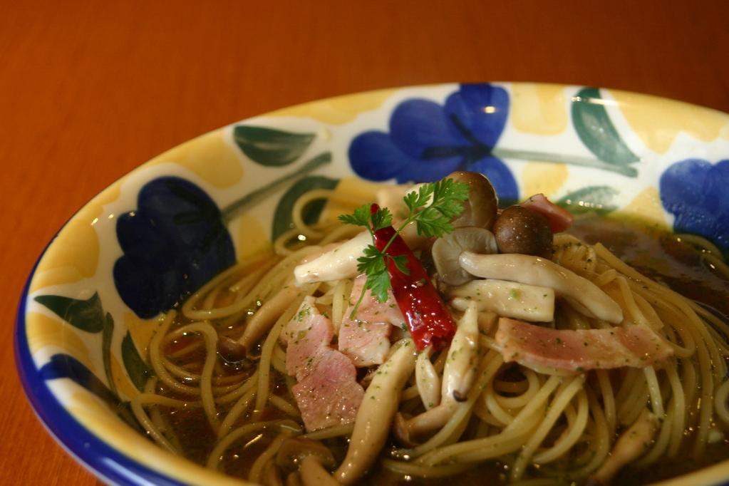 ベーコンときのこ 和風スープをピリッとスパイシーに味付けしました。