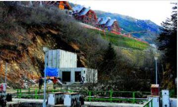 Els ecologistes denuncien que Baquèira està assecant un llac
