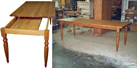 Esstisch in Kirschbaum, massiv mit 1 Endauszug, 160 x 100 cm, Auszug 70 cm. Fußform und die Größe sind beliebig wählbar, ebenso die Art der Oberflächenbehandlung.