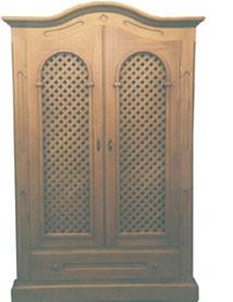 Fernsehschrank im Pinie massiv nach Muster gebeizt, Türen mit Holzgeflecht, 120 cm breit und 190 cm hoch.