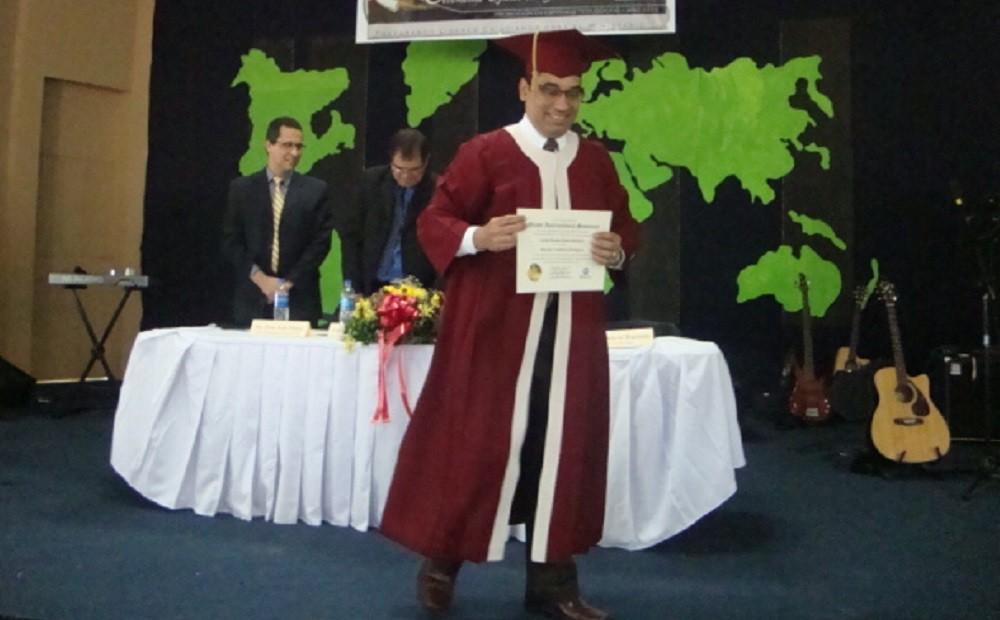 Graduación | Asociado en Estudios Teológicos