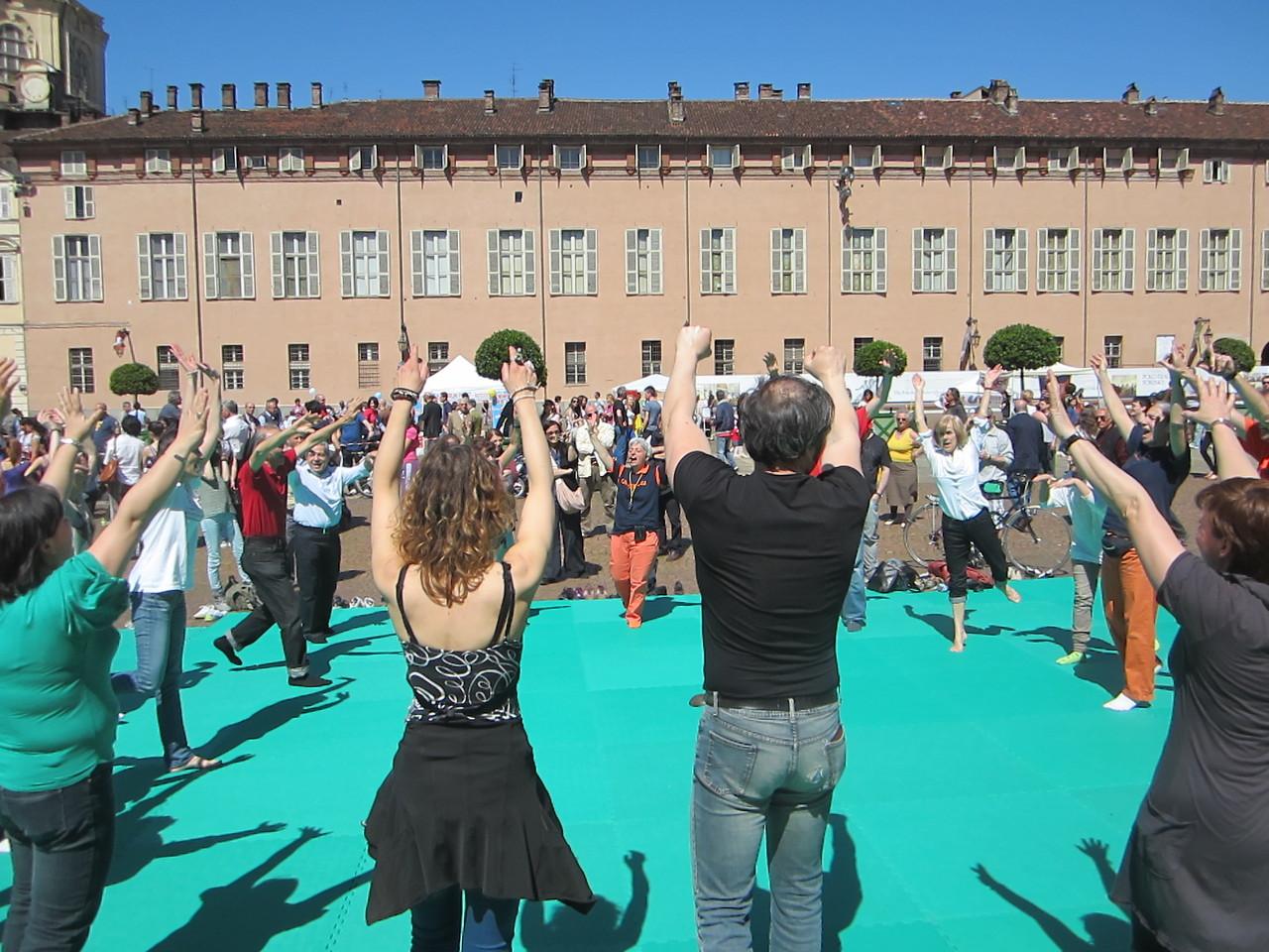 lo sport del tuo ossigeno ....   Loredana Zagami con yoga della risata Torino il metodo del Dott.  Madan Kataria