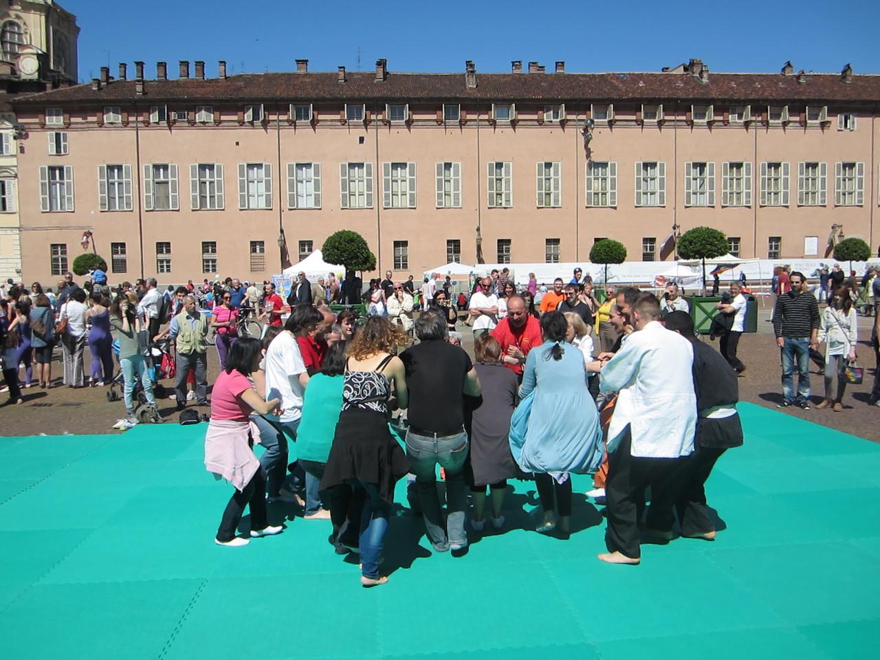 lo sport del buon umore ....  Loredana Zagami con yoga della risata Torino il metodo del Dott.  Madan Kataria