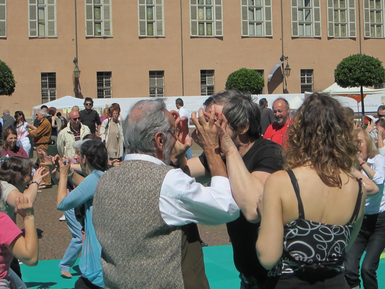 non ha bariere ..... Loredana Zagami con yoga della risata Torino il metodo del Dott.  Madan Kataria