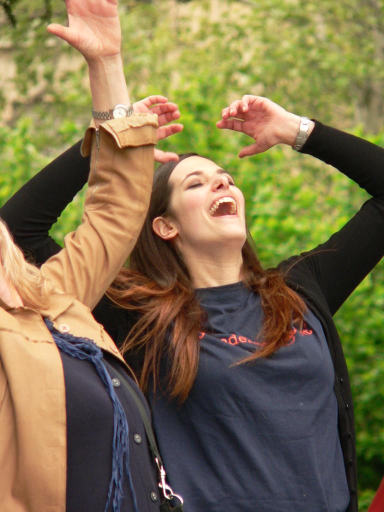 GRAZIE A ROSALBA ! PRESTO RIDETE CON LEI AD IVREA !  Loredana Zagami con yoga della risata Torino il metodo del Dott.  Madan Kataria
