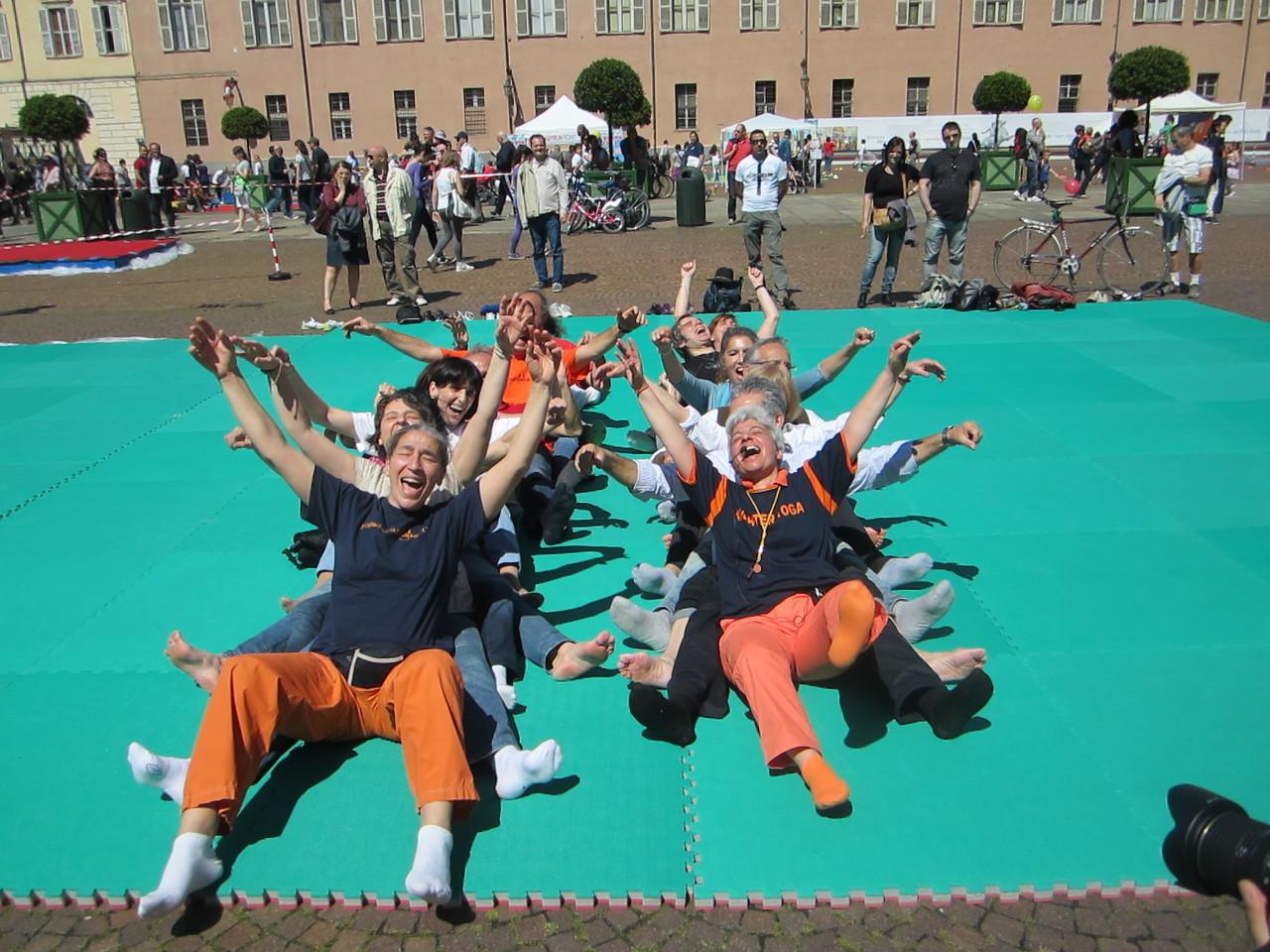 una risata è sempre una magia ....   Loredana Zagami con yoga della risata Torino il metodo del Dott.  Madan Kataria