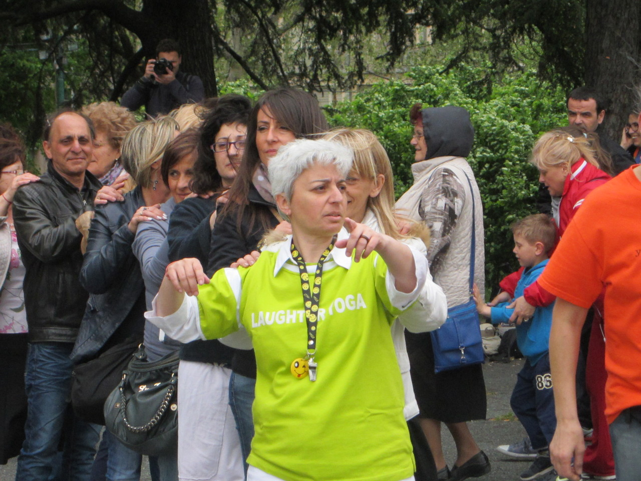 ABBIAMO SPAVENTATO LE NUVOLE    Loredana Zagami con yoga della risata Torino il metodo del Dott.  Madan Kataria