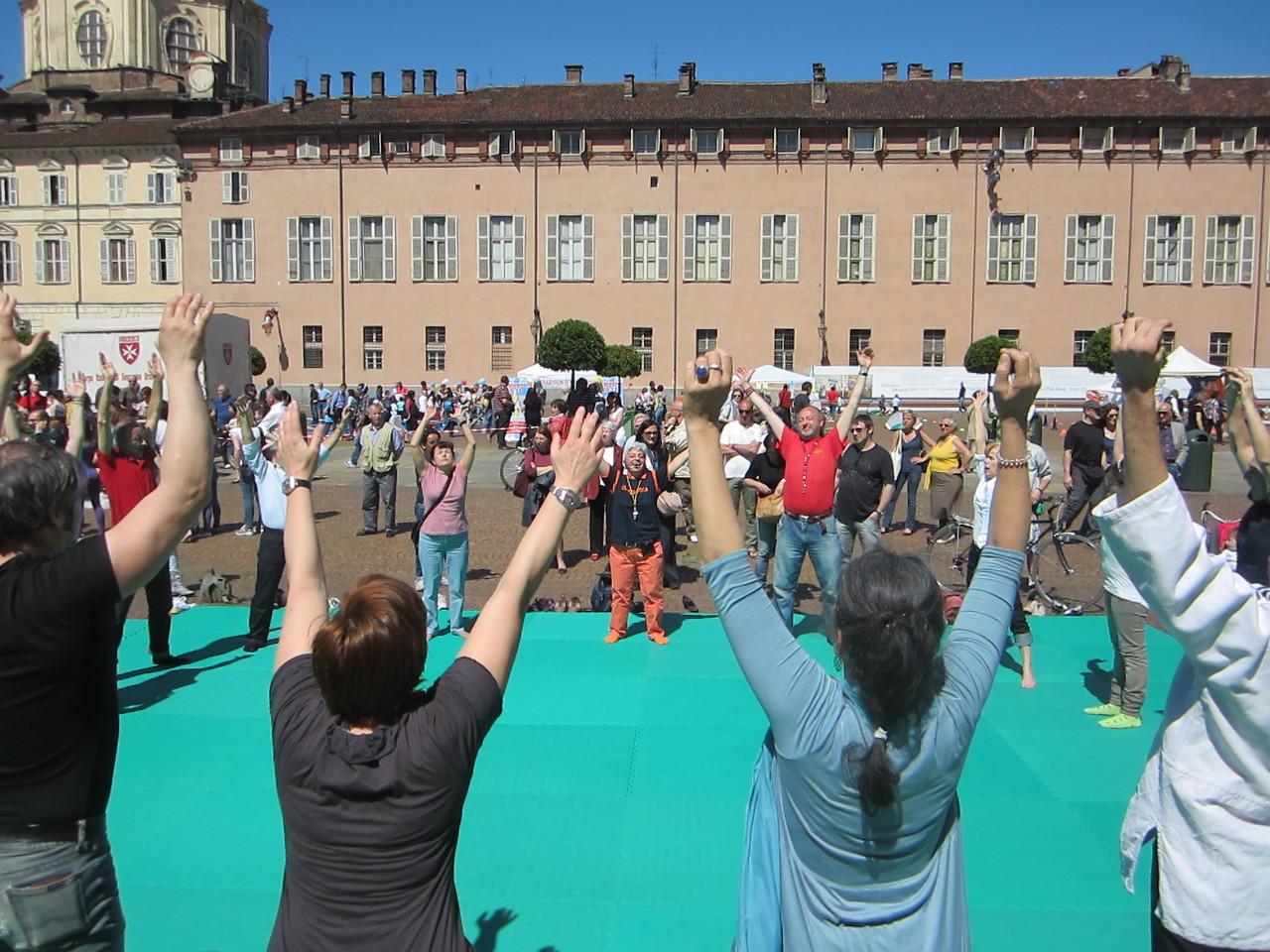 lo sport della tua salute ... Loredana Zagami con yoga della risata Torino il metodo del Dott.  Madan Kataria