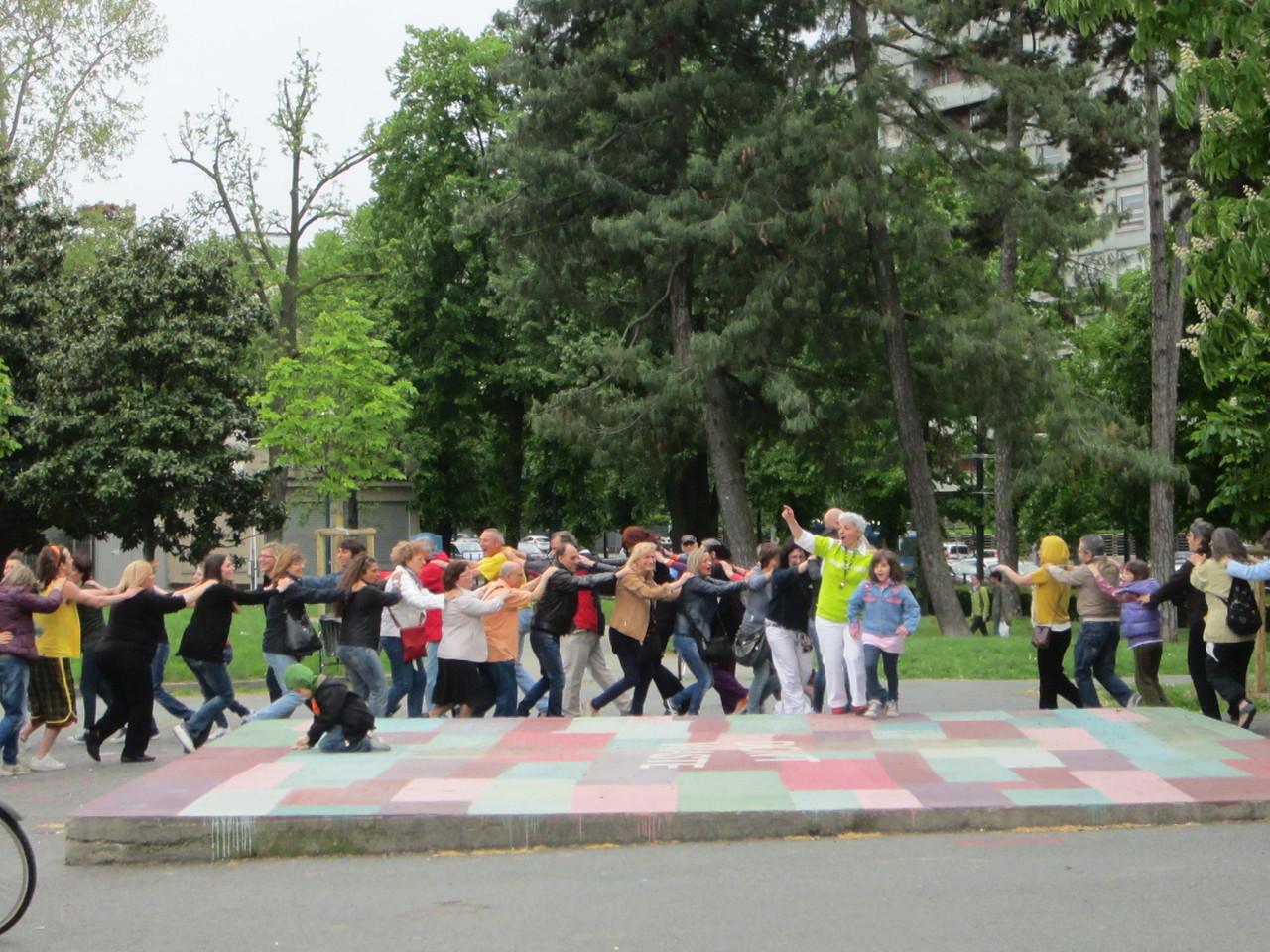 NON UNA SOLA GOCCIA D'ACQUA.... !  SULLE RISATE ...   Loredana Zagami con yoga della risata Torino il metodo del Dott.  Madan Kataria