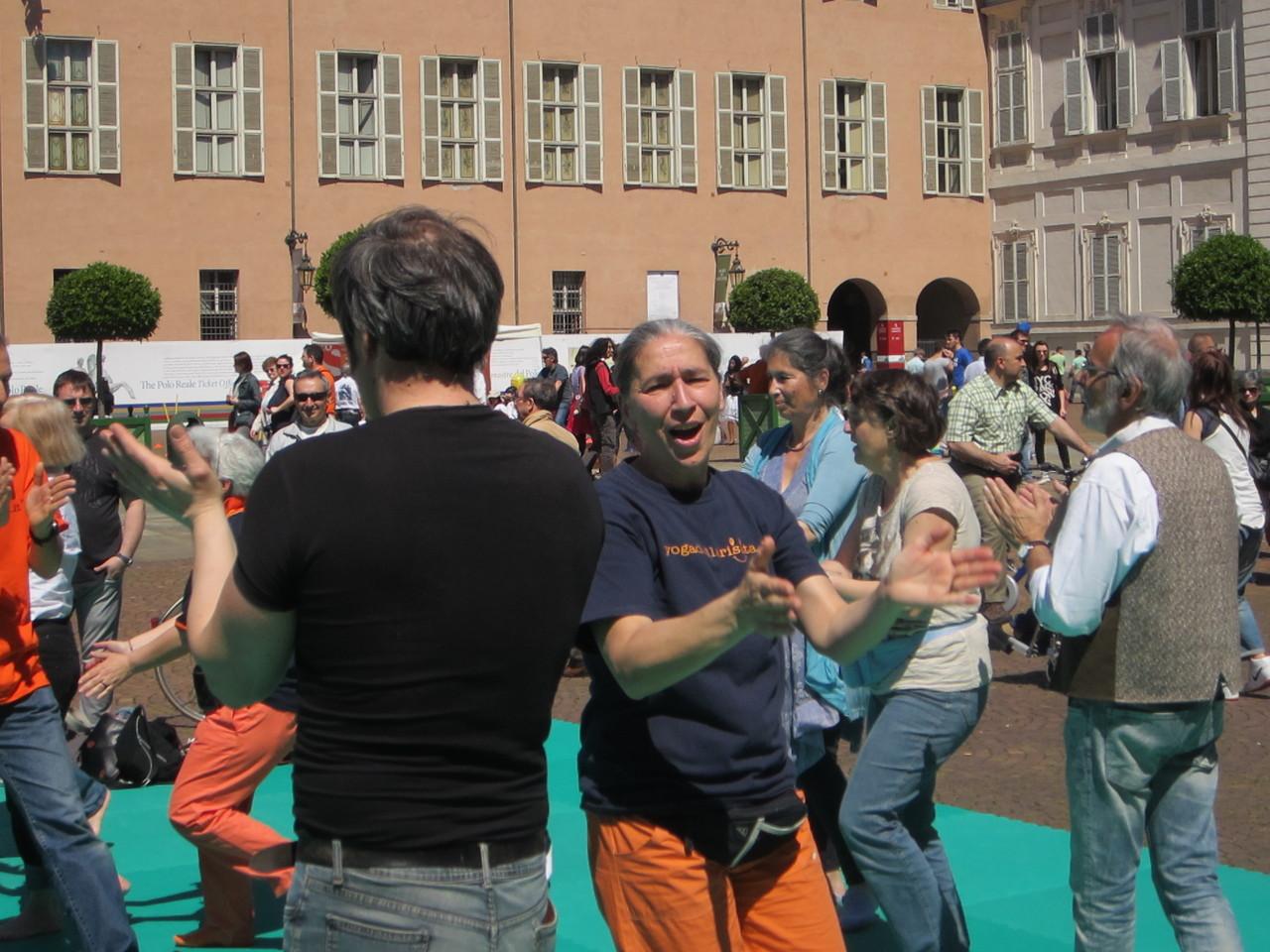 Patrizia che dice......    Loredana Zagami con yoga della risata Torino il metodo del Dott.  Madan Kataria
