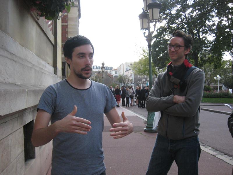 Nicolas Charbonnier devant l'Hôtel de Ville