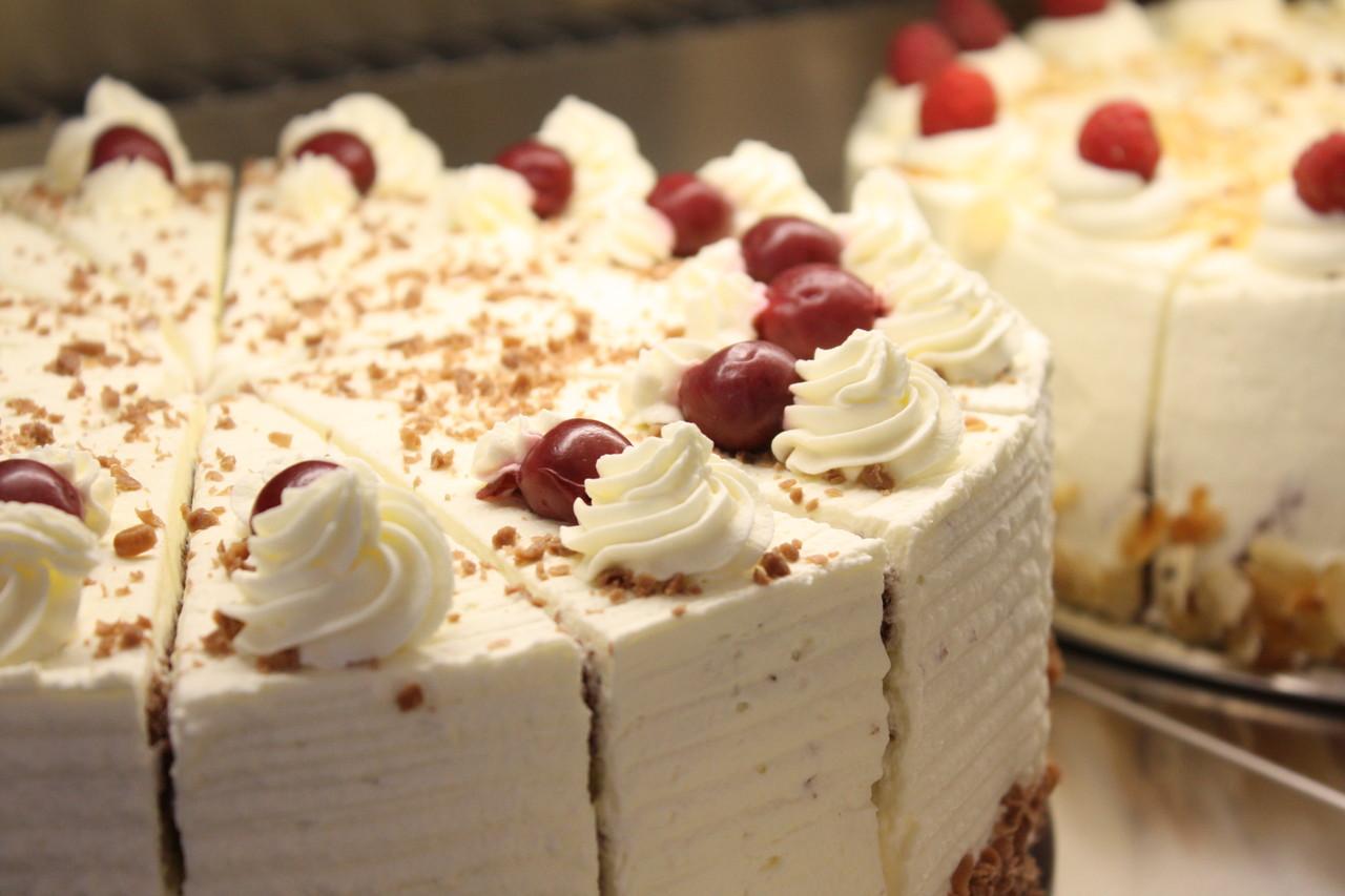 Ganze Kuchen Torten Bestellen Landcafe Dommer