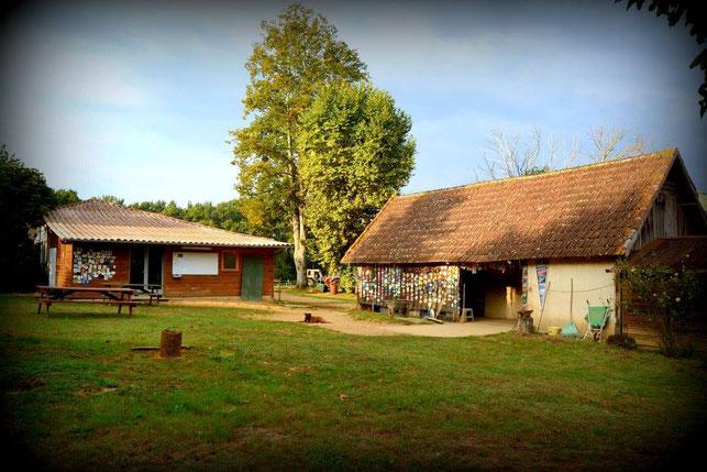 Ecuries du centre équestre de Saint-Justin dans les Landes (40), près de Mont-de-Marsan
