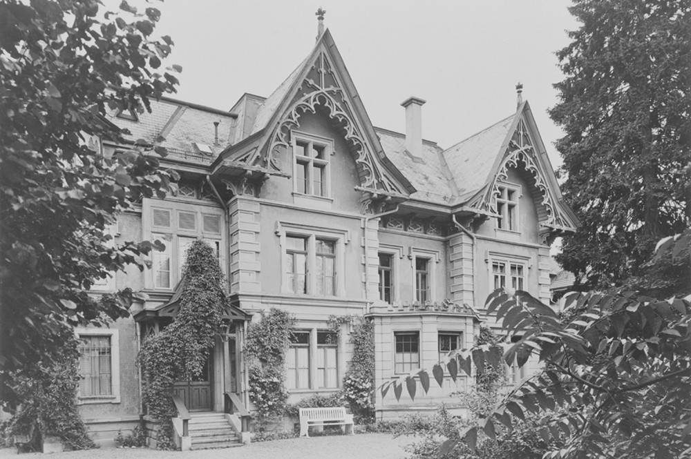 Das Wohnhaus in der Berner Schosshalde–Vorderfassade (BB)