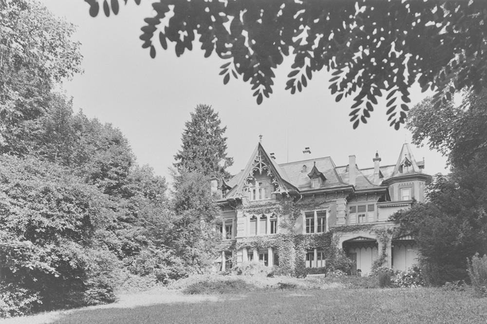 Das Wohnhaus in der Berner Schosshalde–rückseitige Fassade (BB)