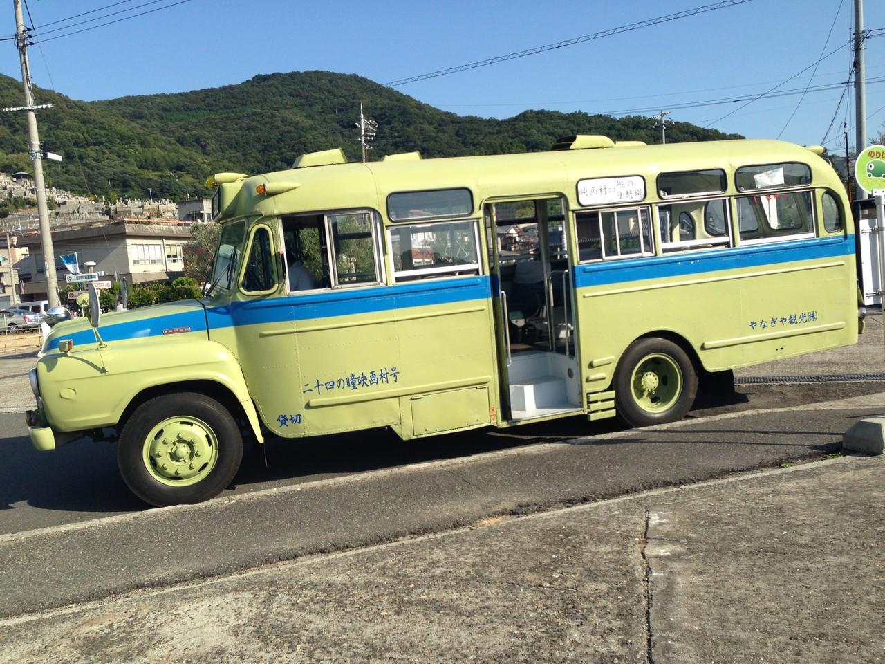 小豆島を舞台に撮られた映画「24の瞳」ツアー用のバス。