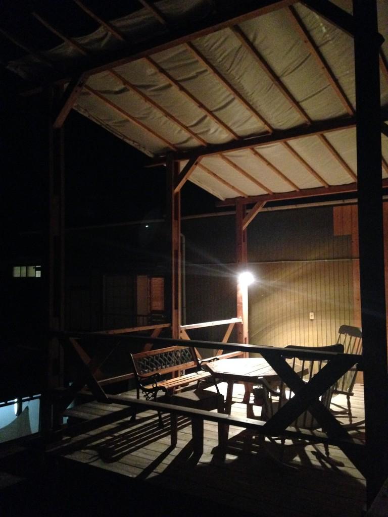 クマグスク、夜のテラス。