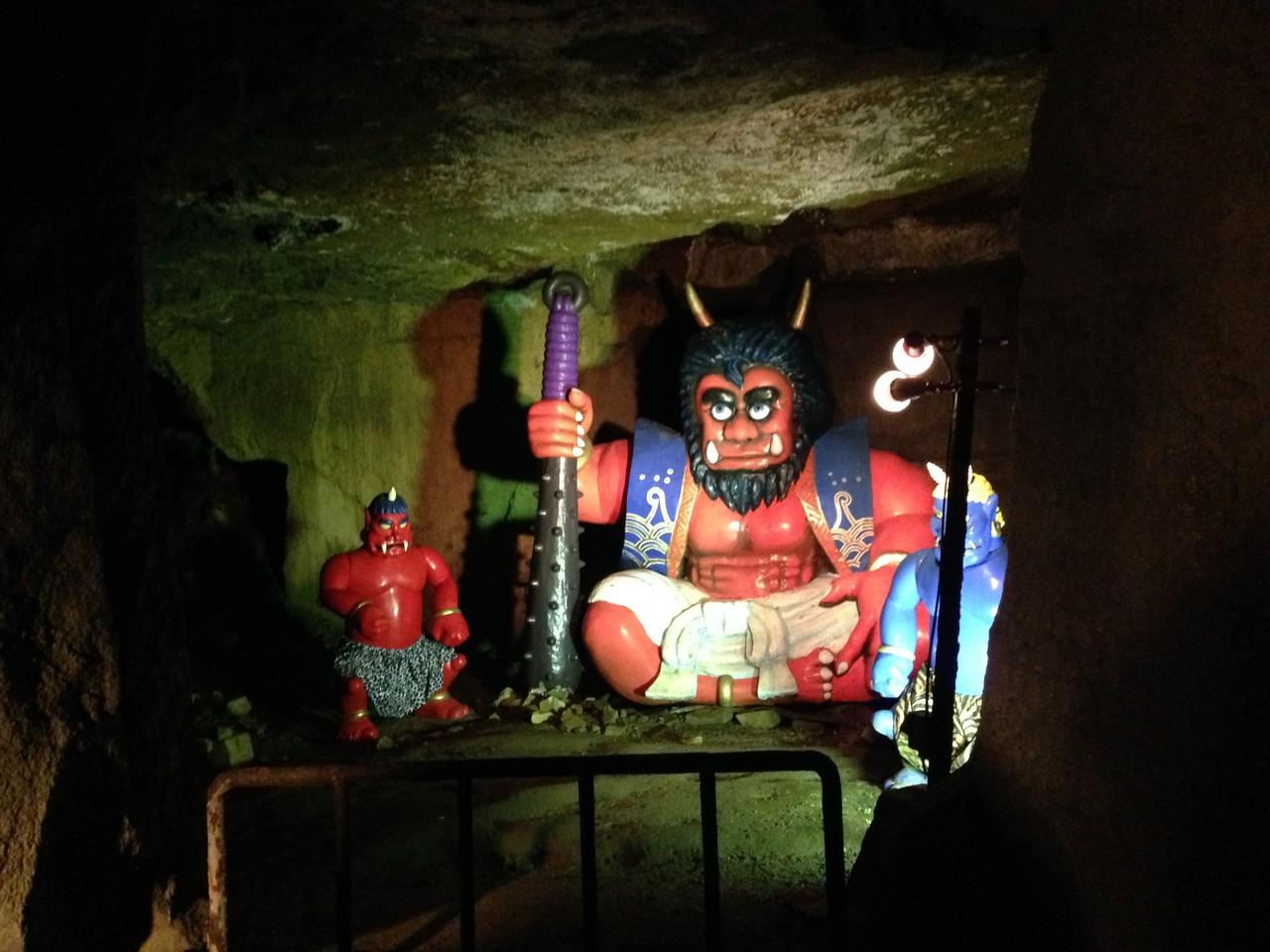 幻想的な展示の中、鬼の大王が…